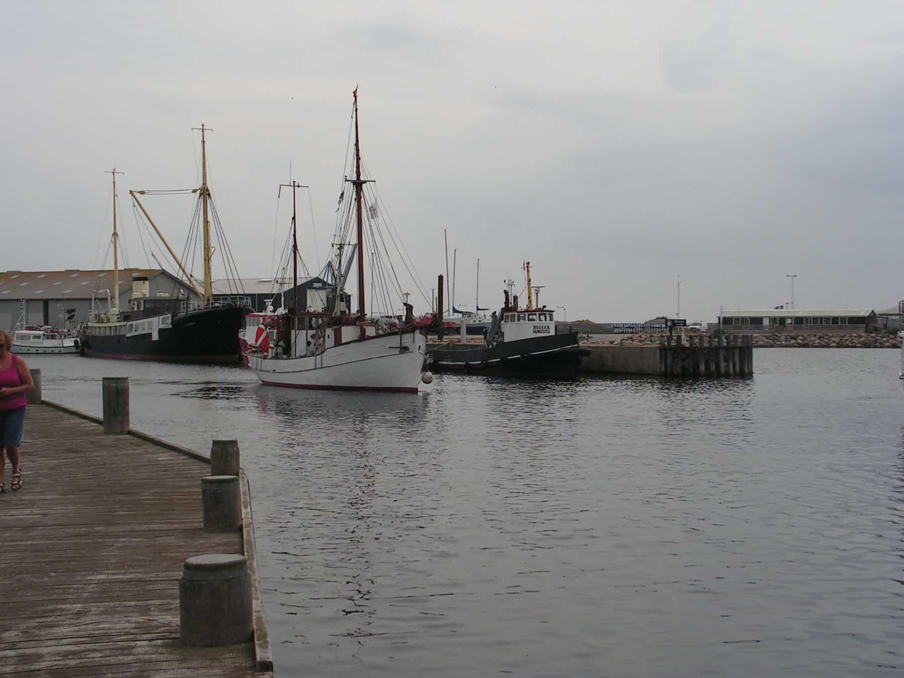 KIVIOQ stævner ud fra Hundested Havn august 2017