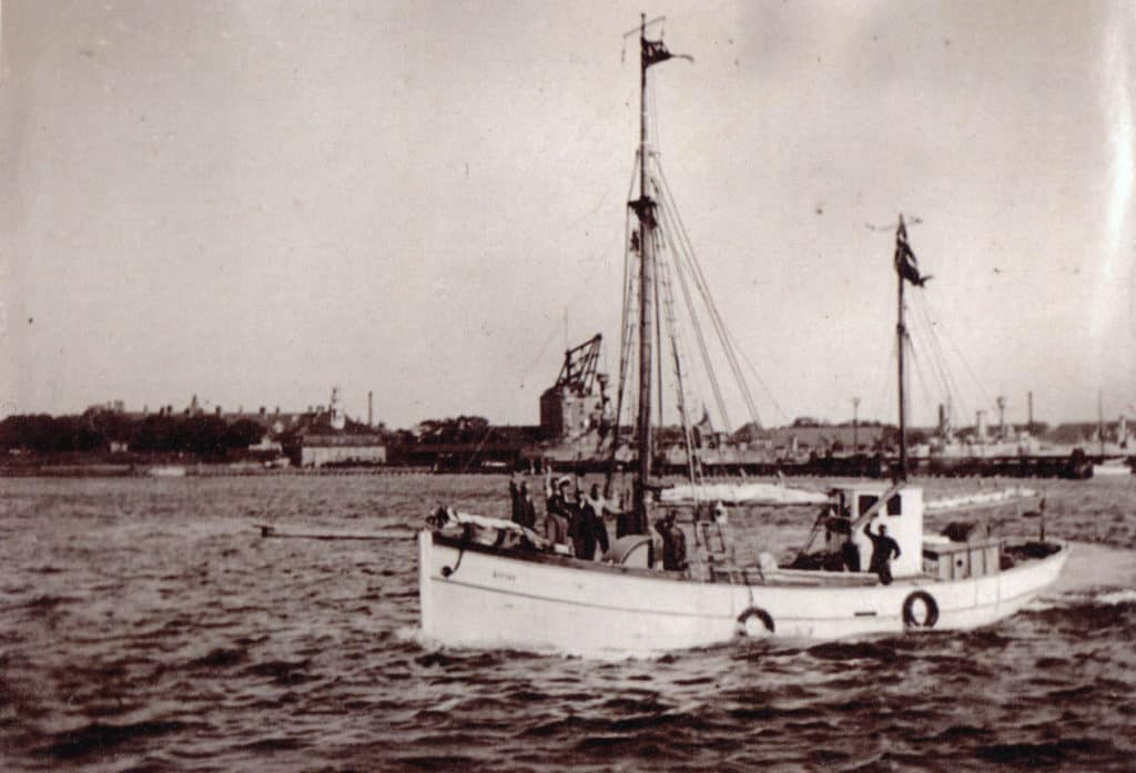 Kivioq 1933 - en af skibets første sejladser fotograferet af Niels Roos 01 kopi