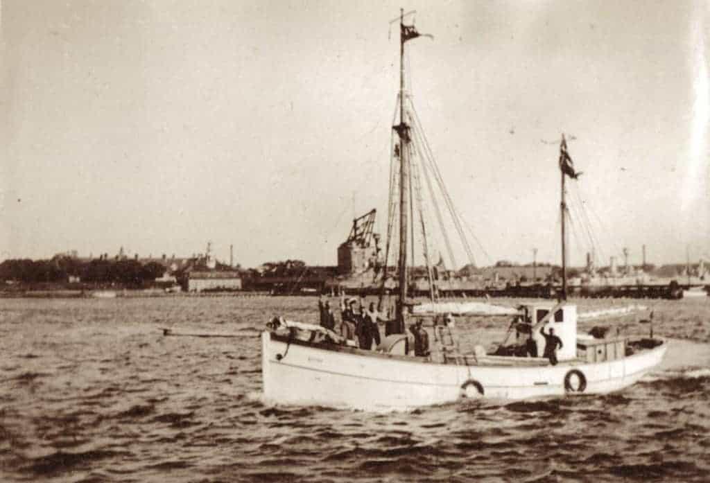 Kivioq besøger Hundested igen. Her er skibet på vej til 7. Thule-ekspedition i 1933